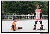 媽咪開會~我們滑冰去~:20100905_048.jpg