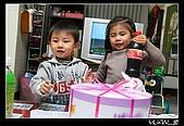 """柏柏生日(2007):<a href=""""./show.php?i=yuan7c1253&b=2&f=1257061860&p=21"""">IMG_0372</a>"""